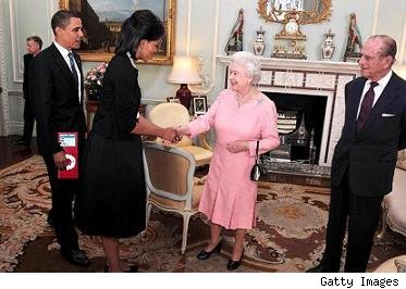 Obama Gives the Queen an iPod